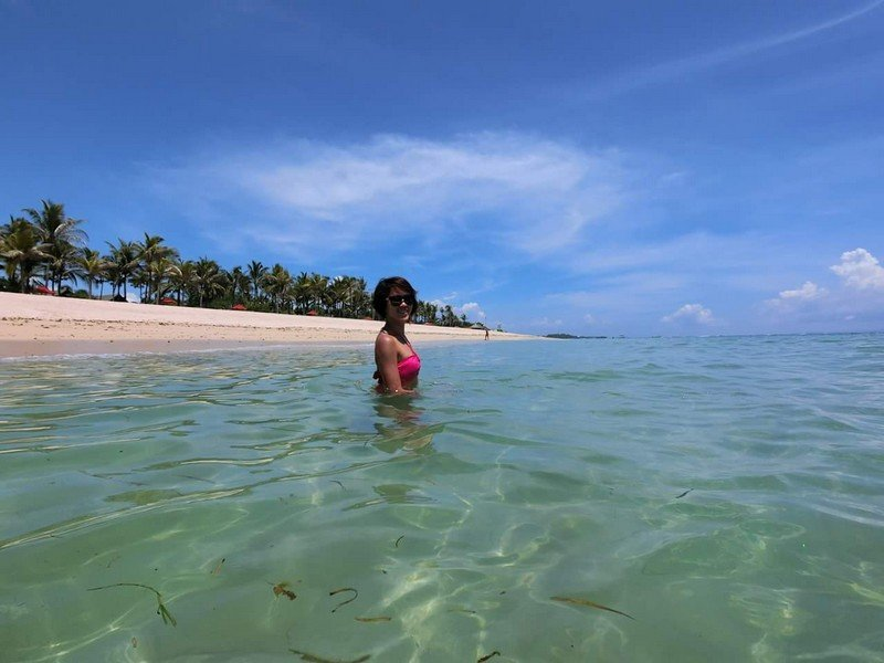 Morning dip into the beautiful sea! Seriously a luxurious weekend wanderlust.