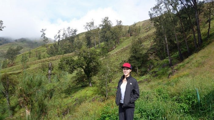 despite the sunny weather the air was pretty chilly along the hike up mount rinjani