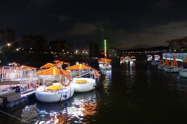 Tubster Ride at Night - mode of transport water boat
