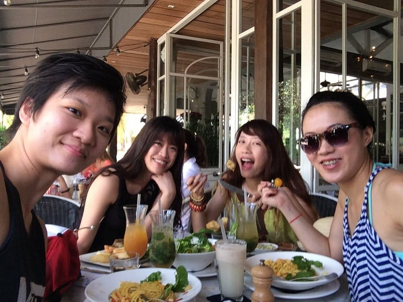 Having an amazing brunch at Petitenget Bali | Affordable popular brunch cafes in Bali